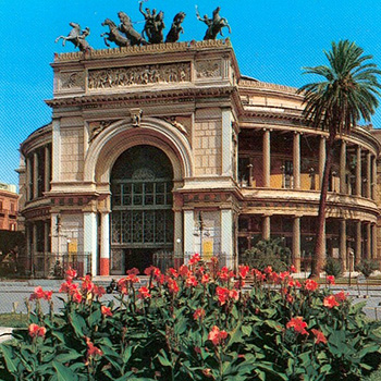I Cuochini is in the center of Palermo, near the Politeama theater